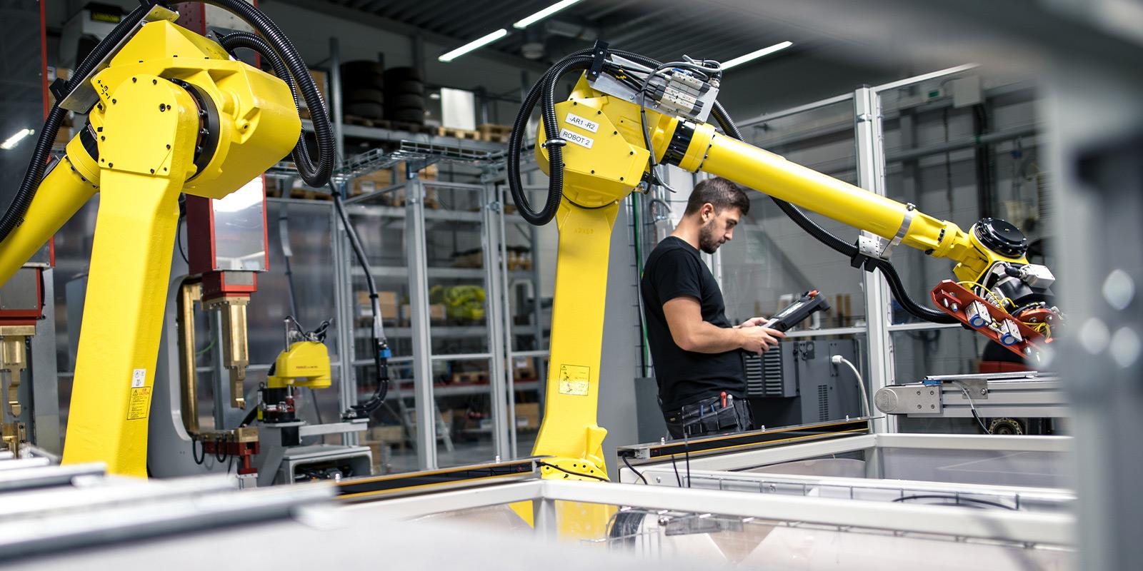 Robotar med en av Lerocons medarbetare